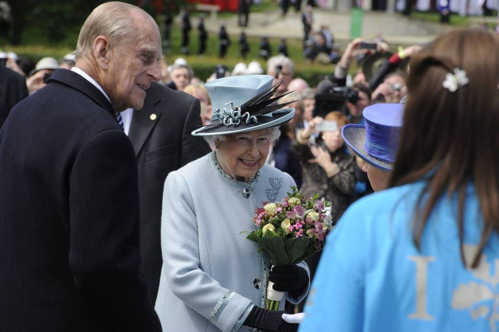 The Queen unveiled a plaque today to commemorate 800 years of Magna Carta at Runnymede.