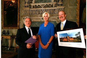 Royal Oak board members present $1.25 million to Knole for conservation
