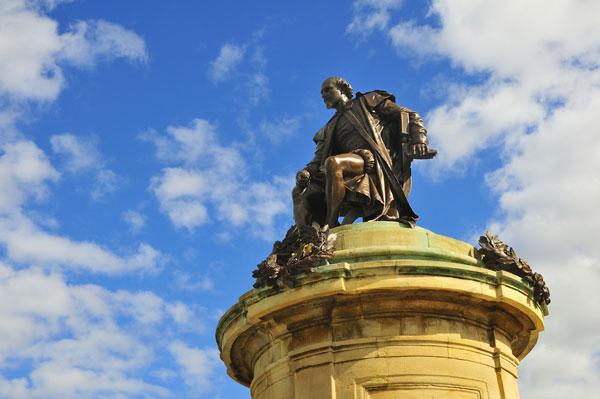 web_shutterstock_25750953_-Shakespeare-staue,-Stratford-upon-Avon