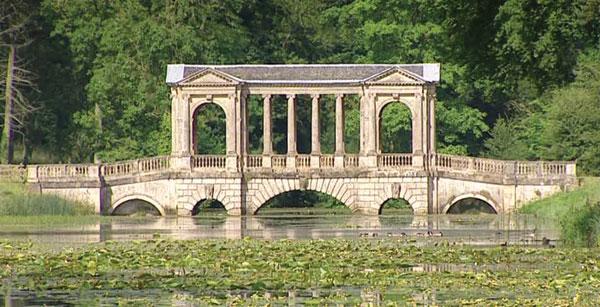 web_319397723-palladian-bridge-stowe-garden-buckinghamshire-garden-decoration