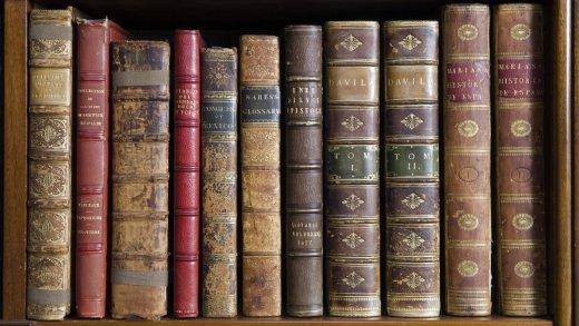 library-books-hughenden-manor-153617-1400