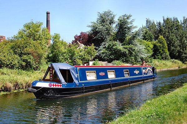Narrowboat-Image-Source-Ronald-Saunders