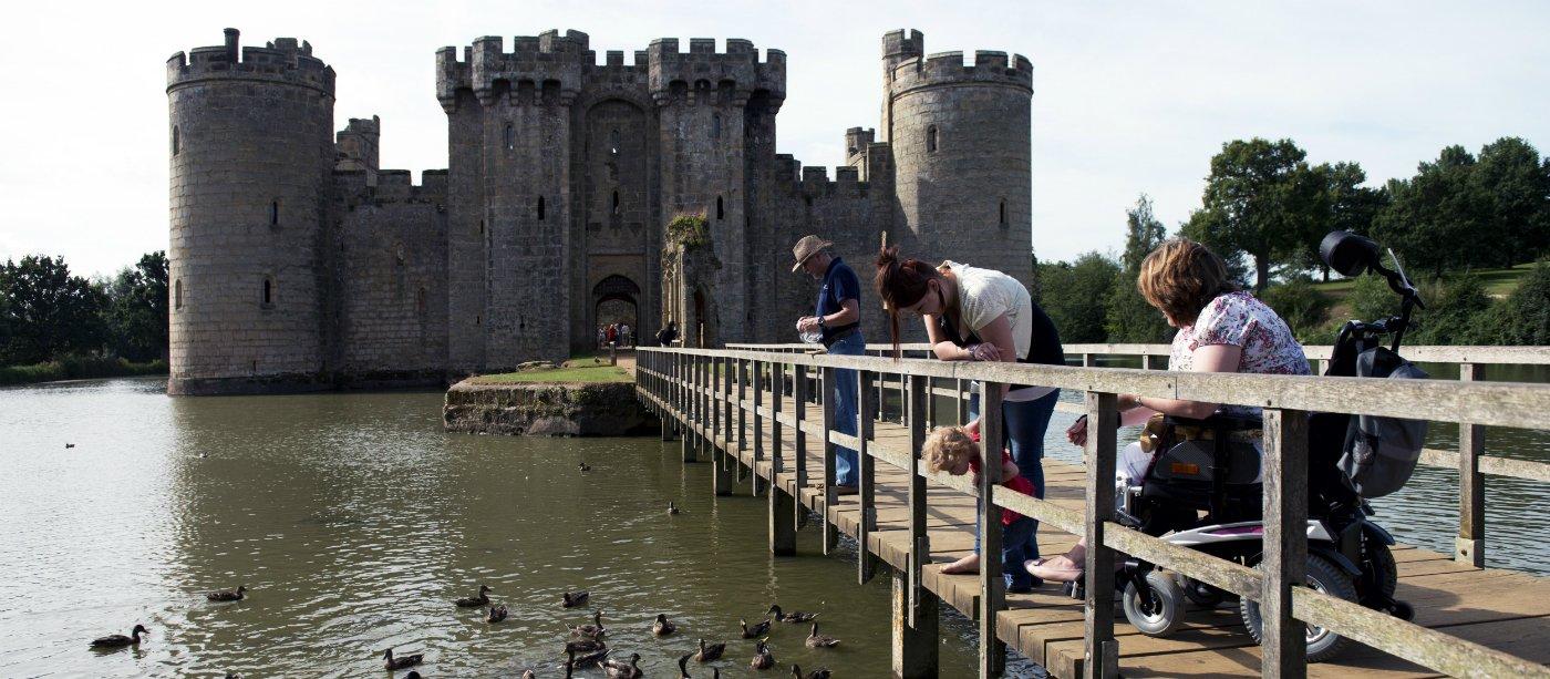 1431757658036-977524-bodiam-castle-moat-resized