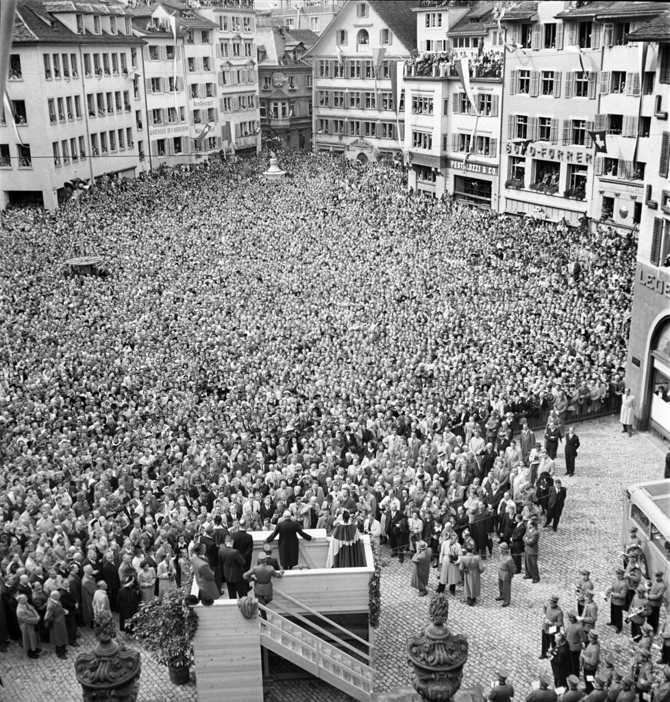 The former Prime Minister of Great Britain and opposition leader, Winston Churchill, holds a speech on September 19, 1946, at the crowded Muensterhof in Zurich, Switzerland. (KEYSTONE/PHOTOPRESS-ARCHIV/Str)