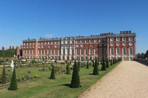 hampton-court-palace-baroque-back-and-privy-garden