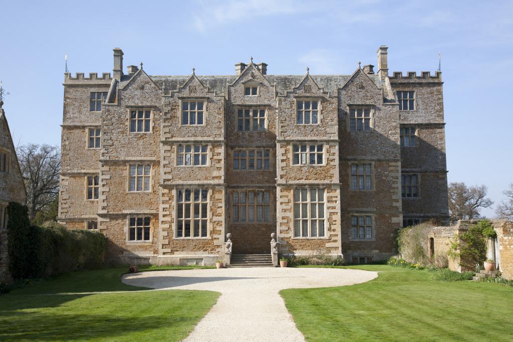 Castleton House - via Shutterstock