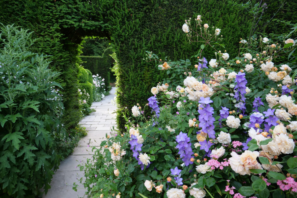 Entrance to the White Garden at Hidcote, Gloucestershire. ©National Trust Images Sarah Davis