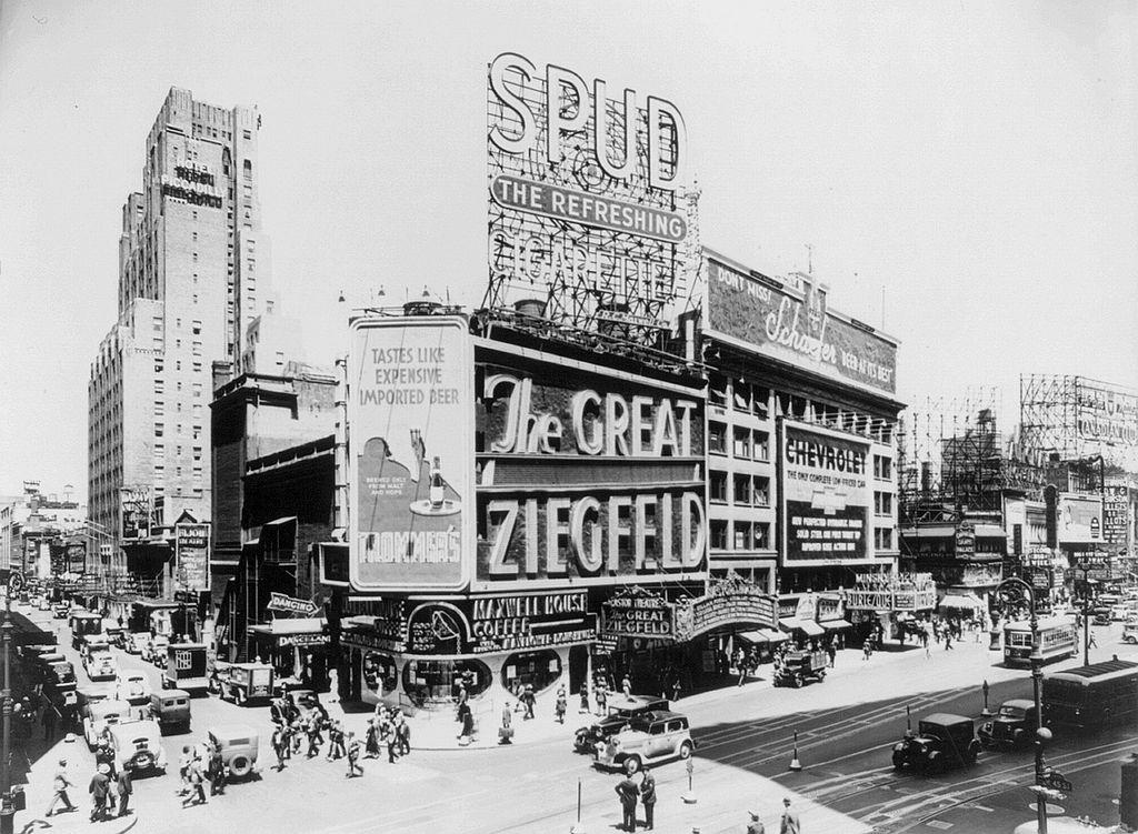 Astor Theatre, Broadway, 1936